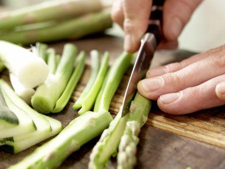 Rindfleischspieße mit grünem Spargel: Zubereitungsschritt 7