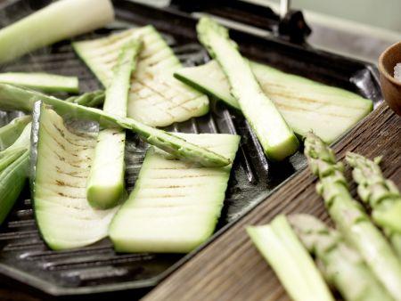 Rindfleischspieße mit grünem Spargel: Zubereitungsschritt 8