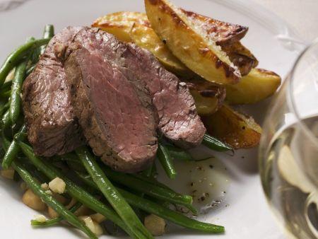 Roastbeef mit grünen Bohnen und Kartoffelschnitzen