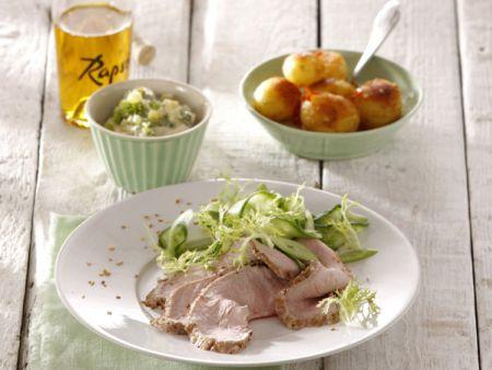 Roastbeef vom Kalb mit Koriander-Remoulade und Limetten-Gurken-Salat