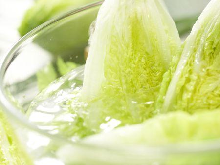 Römersalat mit Roquefort: Zubereitungsschritt 2