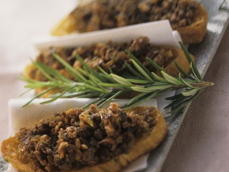Rezept: Röstbrot mit Kaninchenhackfleisch