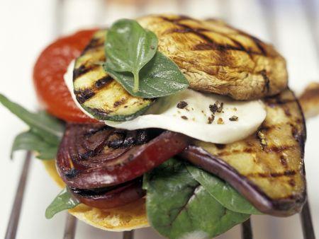 Röstbrot mit mariniertem Gemüse und Mozzarella