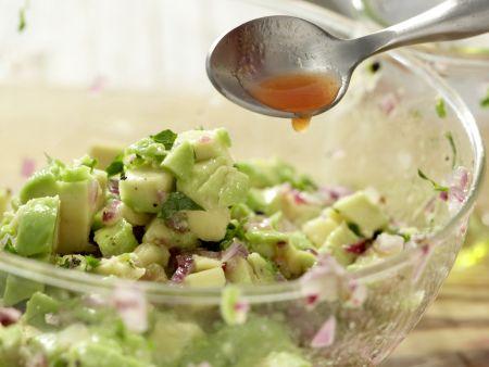 Röstbrote mit Avocado-Tatar: Zubereitungsschritt 10