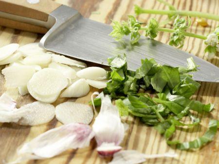 Röstbrote mit Avocado-Tatar: Zubereitungsschritt 2