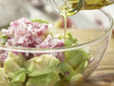 Röstbrote mit Avocado-Tatar: Zubereitungsschritt 9