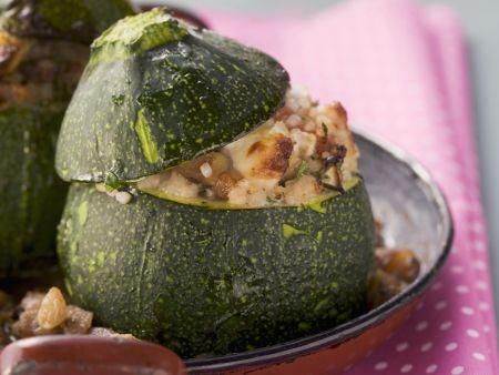 Rezept: Rondini mit Bulgur und Hackfleisch gefüllt