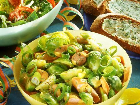 Rosenkohlsalat mit Würsten