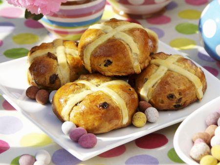 Rosinenbrötchen zu Ostern (Hot Cross Buns)