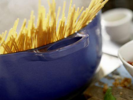 Rotbarbenfilet auf Spaghetti: Zubereitungsschritt 4