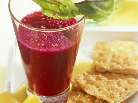 Rote-Bete-Apfel-Drink mit Sesam