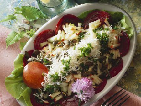 Rezept: Rote Bete mit Apfelrohkost und Parmesan