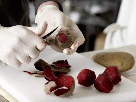 Rote-Bete-Suppe mit Kartoffeln: Zubereitungsschritt 1
