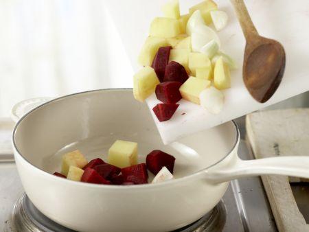 Rote-Bete-Suppe mit Kartoffeln: Zubereitungsschritt 2