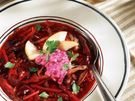 Rote-Bete-Suppe mit Bohnen und Apfel
