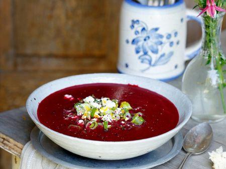 Rote Bete Suppe mit Feta und Frühlingszwiebeln