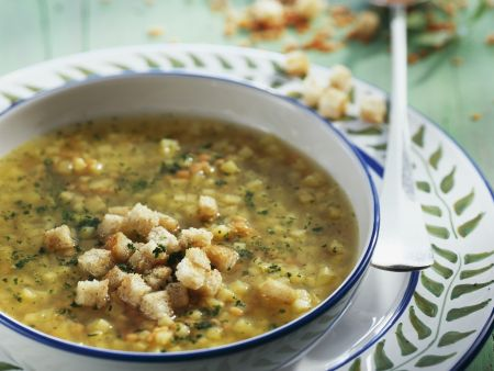 Rote-Linsen-Suppe mit Pastinaken und Croutons
