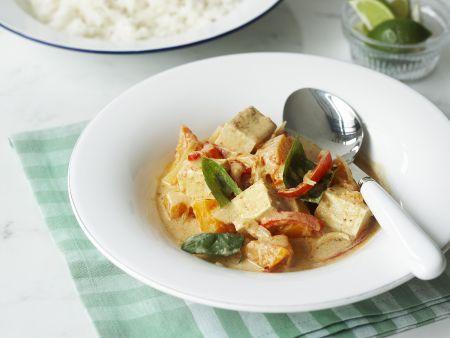 Rotes-Curry auf thailändische Art mit Tofu und Gemüse