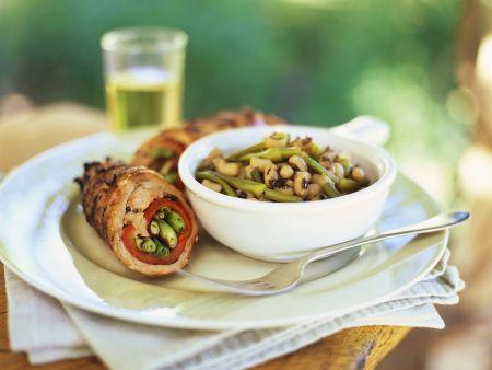 Rouladen mit Paprika, Lauchzwiebeln und Bohnensalat