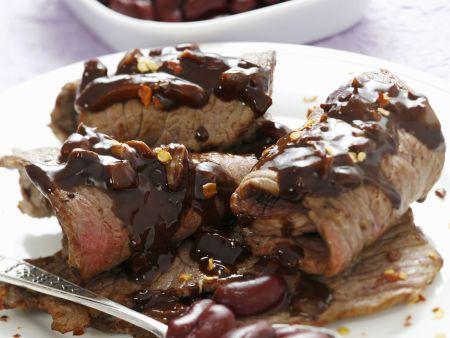 Rouladen mit roten Bohnen und Schokoladensoße