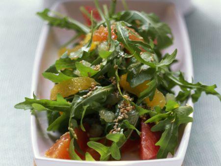 Rucola-Zitrus-Salat mit Sesamkörnern