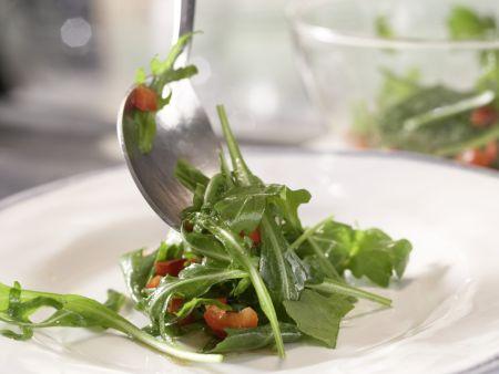 Rucolasalat mit Oliven-Crostini: Zubereitungsschritt 6