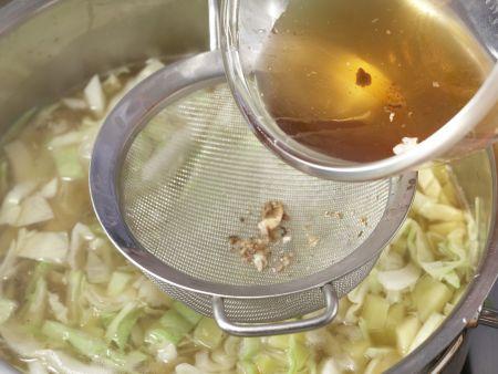 """Russische Kohlsuppe """"Borschtsch"""" – smarter: Zubereitungsschritt 7"""