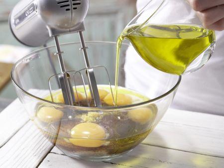 Saftiger Möhren-Nuss-Kuchen: Zubereitungsschritt 4