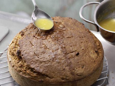 Saftiger Möhren-Nuss-Kuchen: Zubereitungsschritt 7