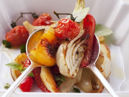 Salat aus gebackenem Gemüse