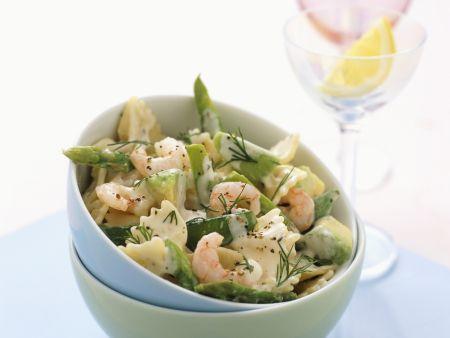 Salat aus grünem Spargel, Garnelen und Zuckerschoten