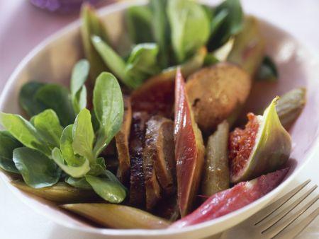Salat aus Rapunzel, Entenleber, Rhabarber und Feige