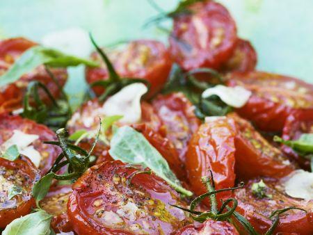 Salat aus Tomaten, Knoblauch und Basilikum