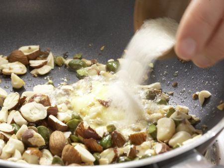 Salat mit Karamellnüssen: Zubereitungsschritt 2
