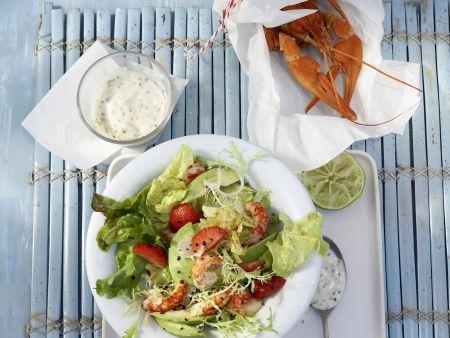 Salat mit Avocado und Flusskrebsen