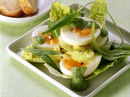 Salat mit Ei und Frankfurter grüner Soße
