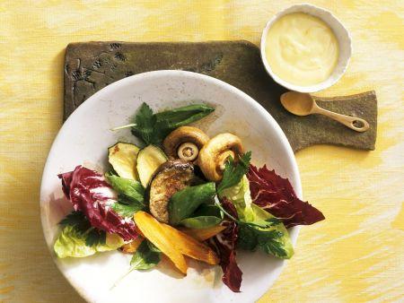 Rezept: Salat mit gebackenem Gemüse und Aioli
