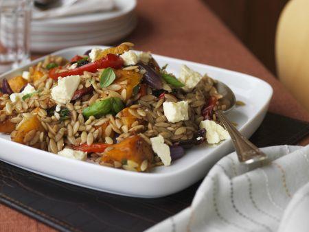Salat mit Kürbis, Orzo und Schafskäse