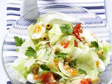 Salat mit Oliven,Tomaten und Eiern
