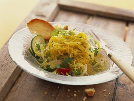 Salat mit Spaghettikürbis