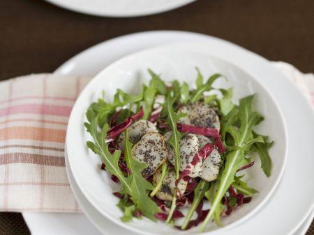 Salat mit Topinambur, Rauke und Radicchio
