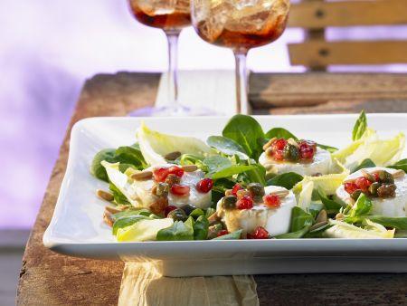 Salat mit Ziegenkäse und Granatapfel-Dressing