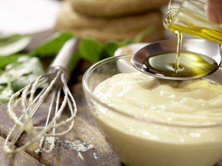 Salat mit pochiertem Ei und Lachsschinken: Zubereitungsschritt 1