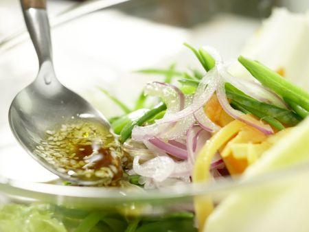 Salatschüssel mit Räucherhähnchen: Zubereitungsschritt 11