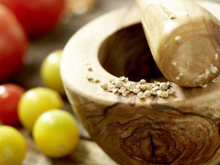 Salatschüssel mit scharfen Rinderfiletscheiben: Zubereitungsschritt 1