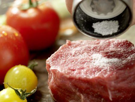 Salatschüssel mit scharfen Rinderfiletscheiben: Zubereitungsschritt 2