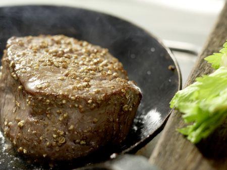Salatschüssel mit scharfen Rinderfiletscheiben: Zubereitungsschritt 3