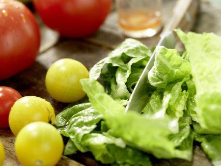 Salatschüssel mit scharfen Rinderfiletscheiben: Zubereitungsschritt 5