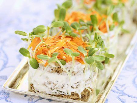 Sandwich-Canapes mit Ringelblumen