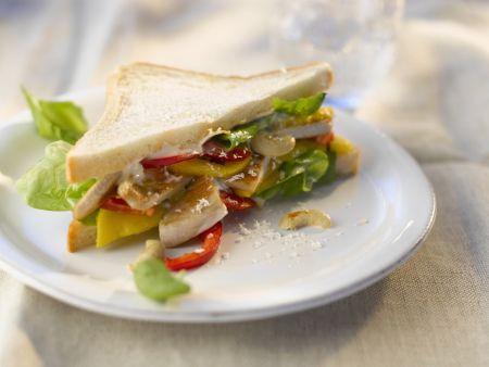 Sandwich mit Hähnchen und Obst